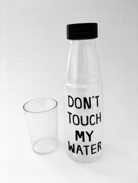 Drikkeflaske m/kopp  - Don't Touch My Water!
